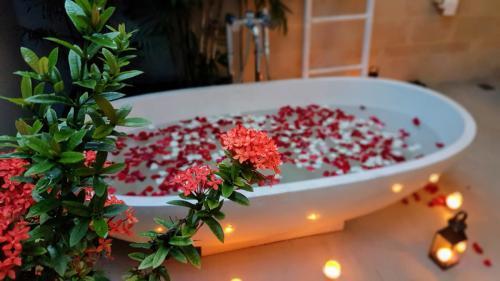 Indoor-outdoor Bathrooms at Villa Koru - Luxury Seminyak Villa Holiday Rental