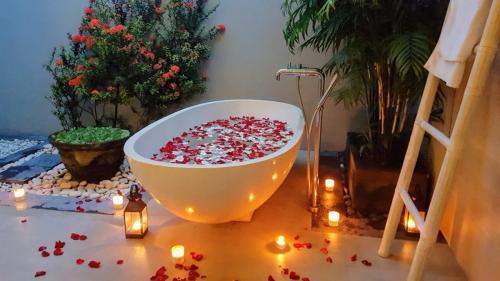 Big Marble Bathtubs at Vill Koru - Luxury Seminyak Villa Holiday Rental