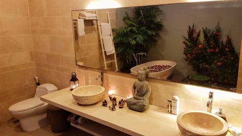 Twin Basins at Villa Koru - Luxury Seminyak Villa for Holiday Rental