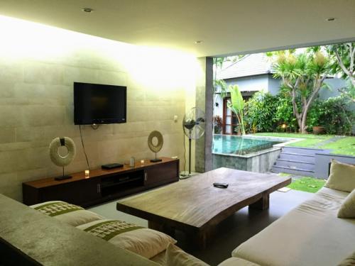 Living area - Seminyak Holiday Villa Rental - Villa Koru