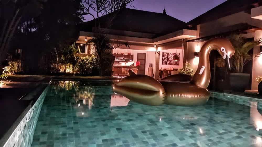 Villa Koru - Swimming Pool By Night